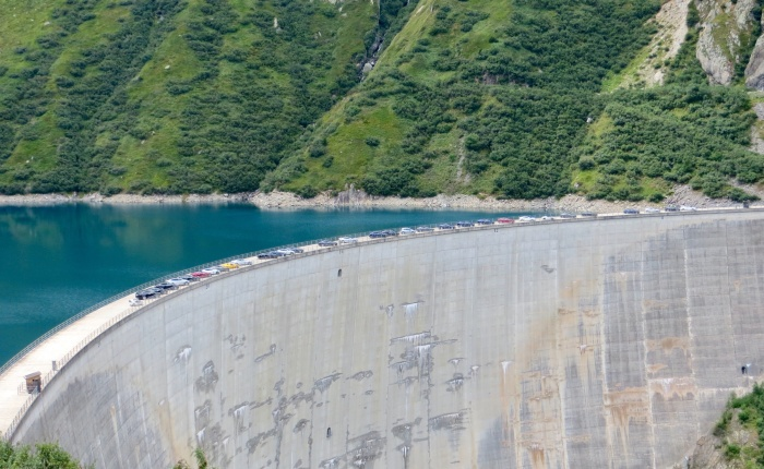 38 Tesla, an Ampera-E, and a Twiky on a hydro dam that feeds them